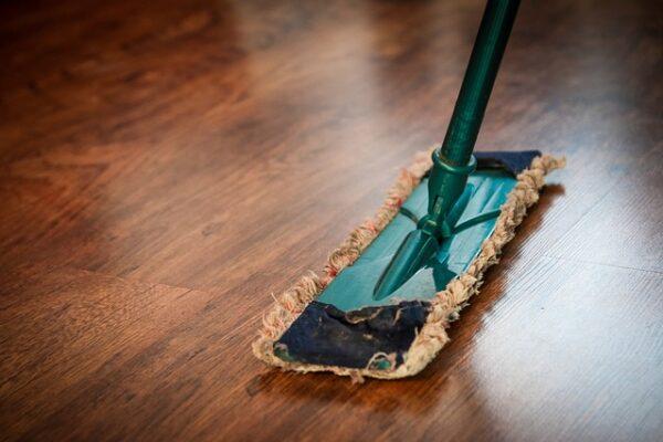 pulire i pavimenti